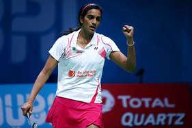 पीबीएल: साइना की टीम पर भारी पड़े सिंधु के 'स्मैशर्स', 4-3 से हराया