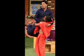कपिल शर्मा के शो में पहुंचे बाबा रामदेव, दिए योग के टिप्स
