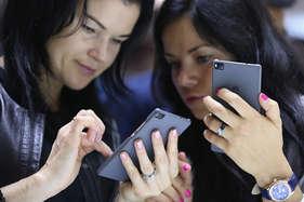 सर्वे: 83 प्रतिशत युवा करते हैं स्मार्टफोन से शॉपिंग