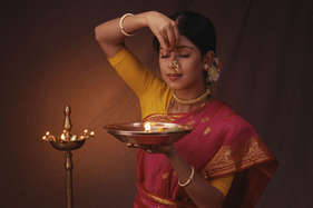 घर में लानी है खुशहाली तो यहां बनाएं मंदिर