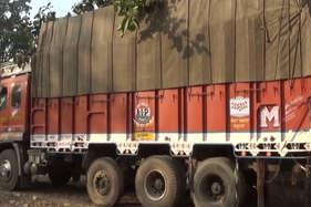 दो ट्रकों से 59 बैल जब्त, दो आरोपी गिरफ्तार