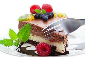 ऑफिस में केक और मिठाइयां खाने से बढ़ता है मोटापे का खतरा