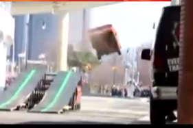 पुलिस से बचने के लिए कार ने लगा दी 25 फीट से लंबी छलांग