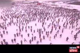 देखें वीडियो: मास्को में बर्फ पर एकसाथ दौड़े 10 हजार लोग