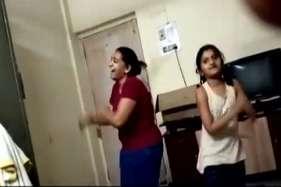 मुंबई डबल मर्डर केस: सामने आया मां-बेटी के आखिरी डांस का वीडियो