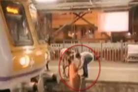 ट्रेन के ड्राइवर ने सूझबूझ से बचाई बुजुर्ग महिला की जान