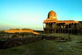 भोलेनाथ का ये सूर्य मंदिर जहां सिर्फ शिवरात्रि को होते हैं शिवलिंग के दर्शन