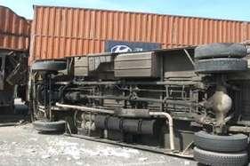 रेवाड़ी में बस और ट्रक की टक्कर, 5 लोगों की मौत 3 की हालत गंभीर