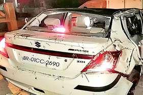 बर्थडे मनाकर कार से लौट रहे तीन दोस्तों की सड़क दुर्घटना में मौत