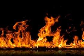 हाथरस में मीट की दुकानों में लगाई आग, सरकार पर बरसे दुकानदार