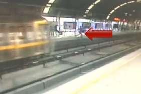 चलती मेट्रो के आगे लड़की ने लगाई छलांग, अस्पताल में भर्ती