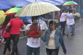 गर्मी की आहट मिलते ही बरस पड़े बादल, पर्यटकों ने लिया खुशनुमा मौसम का मजा