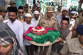 अजमेर शरीफ की मजार पर राज्यपाल और वाजपेयी की चादर पेश, अमन-चैन की दुआ