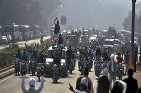 सोमवार को दिल्ली के बाहर नहीं जाएगी मेट्रो, हरियाणा में हाई अलर्ट