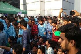 चायनीज मोबाइल कंपनी में तिरंगे का अपमान, भारतीय कर्मचारियों ने किया हंगामा