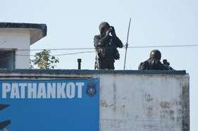 पठानकोट एयरबेस स्टेशन पर आतंकी हमले की आशंका, हाई अलर्ट जारी