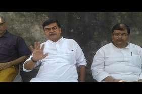 बीजेपी सांसद ने कहा- देश के टुकड़े करने का नारा देने वालों को पटक कर मारूंगा