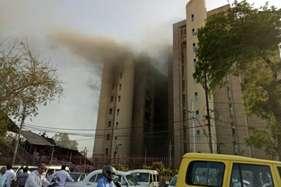 लखनऊ के बापू भवन में लगी आग, 20 मिनट तक फंसे रहे मंत्री मोहसिन रजा