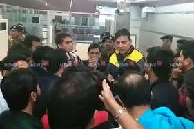 जयपुर एयरपोर्ट पर 'कामास्कूत्रा' के 150 यात्री अटके, जमकर हंगामा