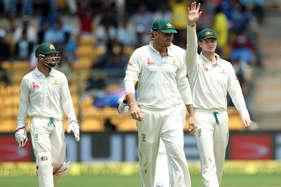 स्टीवन स्मिथ की 'चीटिंग' पर भड़के पूर्व क्रिकेटर्स, लगाई जमकर लताड़