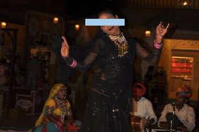 जयपुर की चोखी ढाणी में छोटी बच्चियों के डांस पर गंदी हरकतें, केस दर्ज