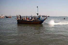 पाकिस्तान ने 100 भारतीय मछुआरों को किया गिरफ्तार