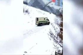 देखें: बर्फ में हादसों का हैरतंगेज वीडियो
