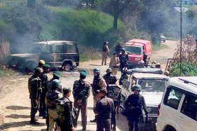मणिपुर में मतदान से पहले हिंसा, छोड़े गए आंसू गैस के गोले