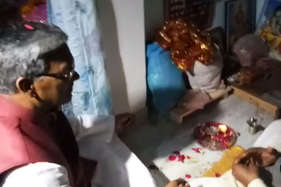 शपथ से पहले त्रिवेंद्र ने की पूजा, बोले सोच-समझकर लेंगे मंत्रियों पर फैसला