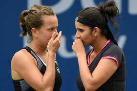 सानिया-स्ट्रायकोवा की जोड़ी बाहर, पूर्व जोड़ीदार हिंगिस ने क्वार्टर फाइनल में हराया