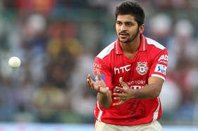 IPL: धोनी के साथ खेलता नजर आएगा ये मराठा गेंदबाज