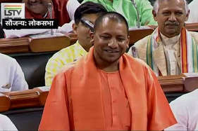 योगी ने ली राहुल-अखिलेश पर चुटकी, तिलमिलाए खड़गे बोले- पद की गरिमा का ध्यान रखें