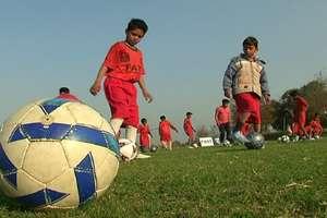 स्लम से निकल कर फुटबाल के मैदान पर पहुंचे बच्चे, बोले- बनेंगे देश के रोनाल्डो और मेस्सी