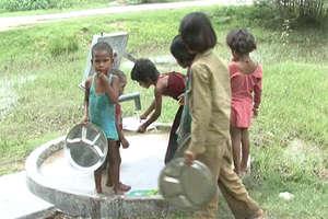 राहुल गांधी के गढ़ अमेठी के इस स्कूल में बच्चे पढ़ने नहीं सिर्फ खाने के लिए आते हैं!