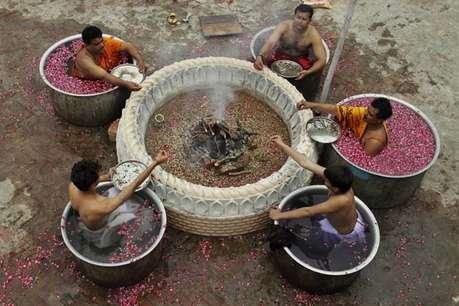 <a href='http://khabar.ibnlive.in.com/photogallery/3523/'><font color=red>देखें: इंद्र देवता को खुश करने के लिए डूब गए पानी में!</font></a>