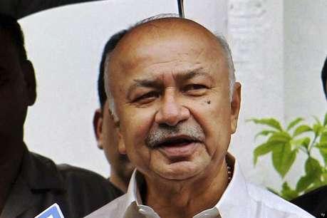 आतंकवादियों को घुसपैठ में मदद कर रहा पाक: शिंदे