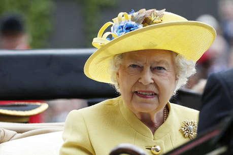 क्रिसमस पर चर्च नहीं जा पाईं महारानी एलिजाबेथ