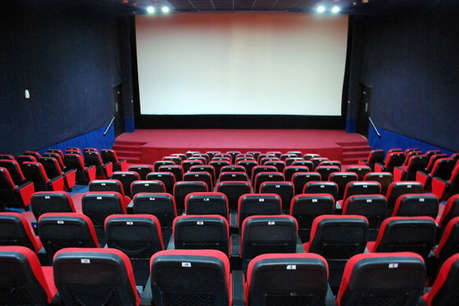 पाक सिनेमा उद्योग को हुआ घाटा, भरपाई के लिए भारतीय फिल्मों से हटाया बैन