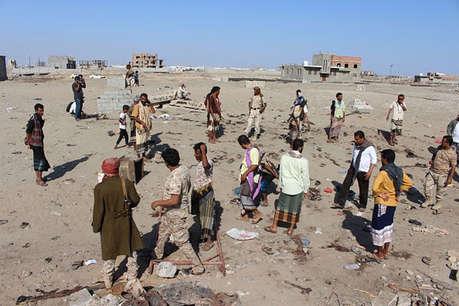 यमन में सैन्य शिविर के बाहर आत्मघाती हमले में 52 सैनिकों की मौत
