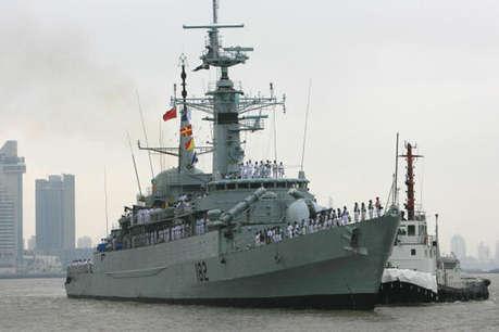 चीन ने पाक नौसेना को किया मजबूत, ग्वादर की सुरक्षा के लिए दो शिप सौंपे