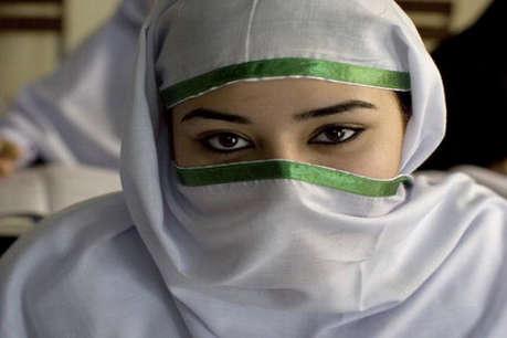 अमेरिका में हिजाब पहनने पर मुस्लिम लड़की को स्कूल बस से निकाला