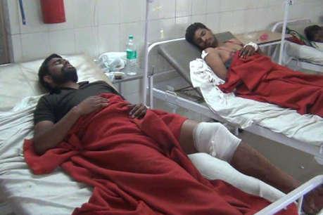 यूपी: खेत में अश्लीलता का विरोध करने पर तीन को मारी गोली, इलाके में तनाव