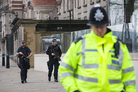 लंदन में 3 माह के बच्चे पर आतंकी होने का शक, प्लेन में चढ़ने से रोका