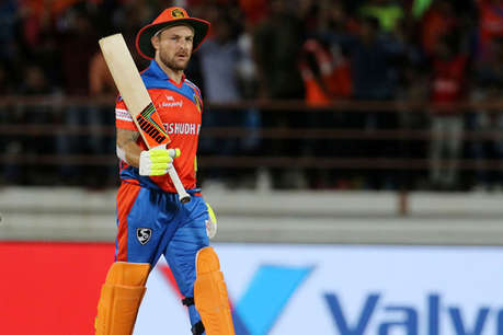 IPL-10: सबसे फिसड्डी टीम के बल्लेबाज़ ने लगाए सबसे ज़्यादा छक्के!