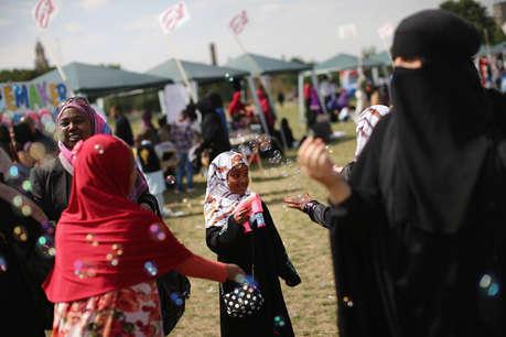 अमेरिका में 14 साल की मुस्लिम लड़की का हिजाब खींचकर कहा आतंकवादी