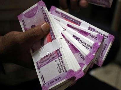 गैर मुल्कों से अपने वतन पैसे भेेजने में भारतीय हैं अव्वल
