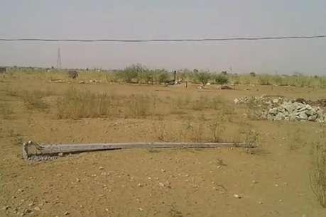 रामदेवरा में आंधी में उखड़ गए दीनदयाल उपाध्याय योजना के 'पोल'