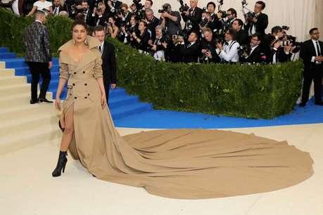 प्रियंका की ड्रेस का पहले उड़ाया मजाक अब गिफ्ट में मिली स्केच!