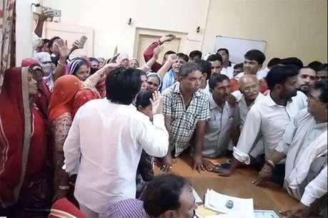 राजस्थान: यहां 8 दिनों पर आता है पानी, लोगों ने एसडीएम को सौंपे खाली मटके