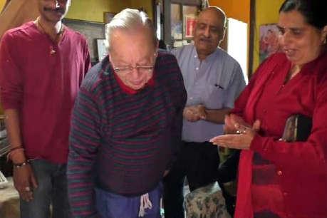 रस्किन बॉण्ड ने मसूरी में सादगी से मनाया अपना 83वां जन्मदिन